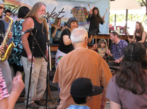 Kudana plays at the Eugene Saturday Market